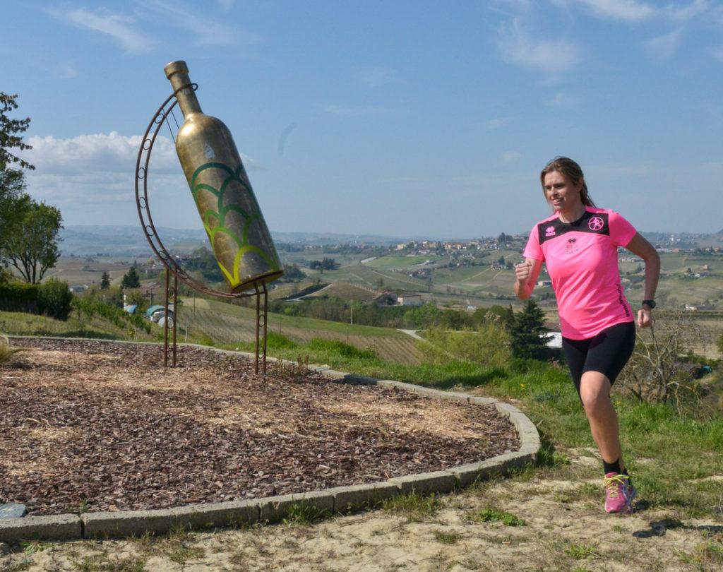 Bottiglia Gigante a Mombercelli in primavera