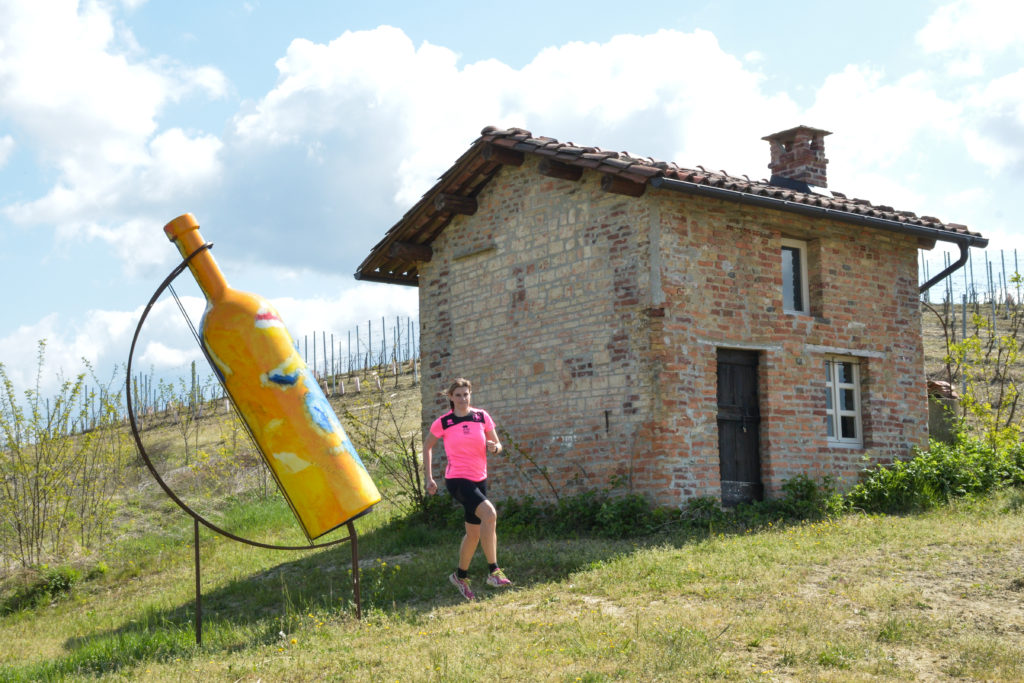 Bottiglia Gigante n 2 a Mombercelli in primavera