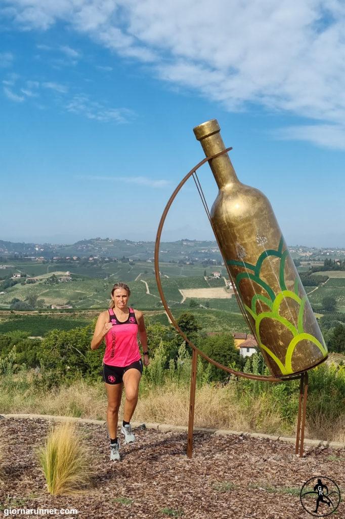 Bottiglie giganti a Mombercelli estate