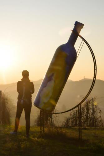 Bottiglia gigante numero 2 a Mombercelli